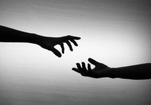 manos_acercandose-136081